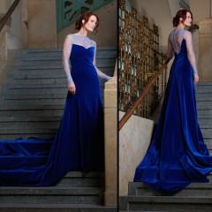 Blaues Samtkleid
